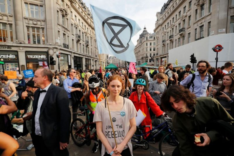https://canadiandimension.com/images/made/images/articles/_resized/Extinction_Rebellion_London_800_533_80.jpg