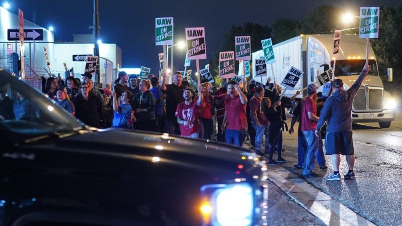 The GM Strike and the Historical Convergence of